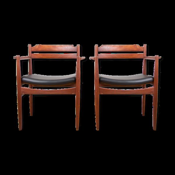 Paire de fauteuils danois en teck et skai par Poul Volther 1965.