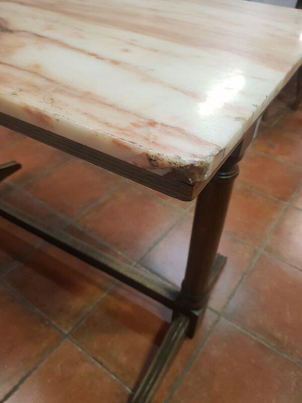 Table de bar en bois et marbre