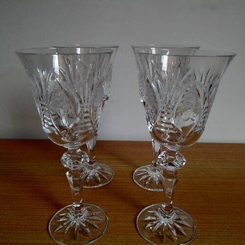 Lot de 4 petit verres à pied en cristal taillé