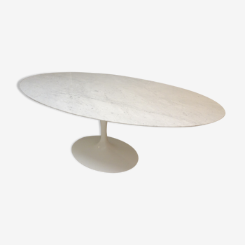 Table Knoll en marbre blanc de carrare par Eero Saarinen