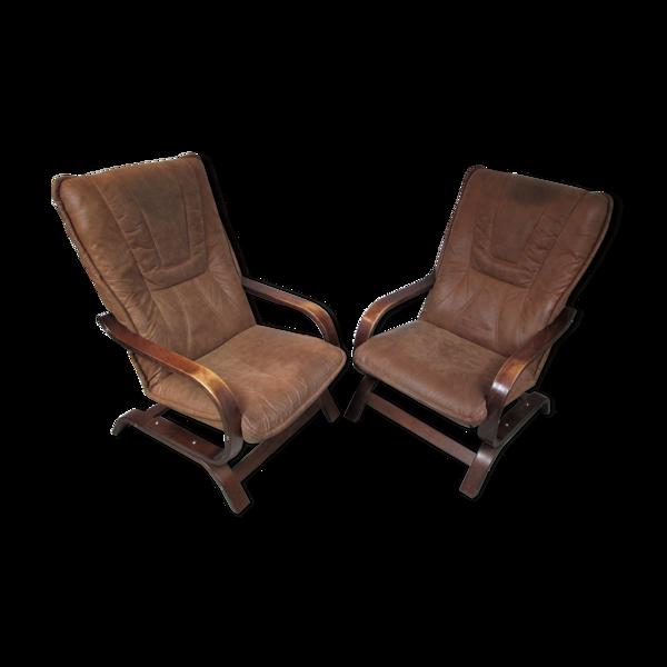 Paire de fauteuils années 1970