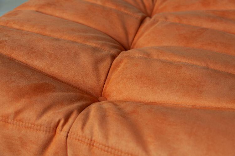 Chauffeuse et pouf Togo en tissu orange de Michel Ducaroy pour Ligne Roset