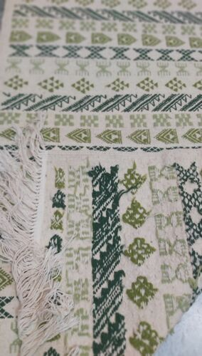 Tapis blanc et vert fait main 79x145cm