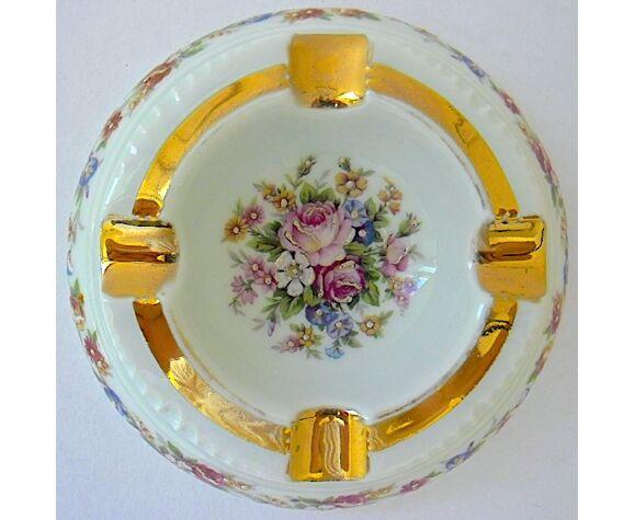 Cendrier en porcelaine dorée à décor floral