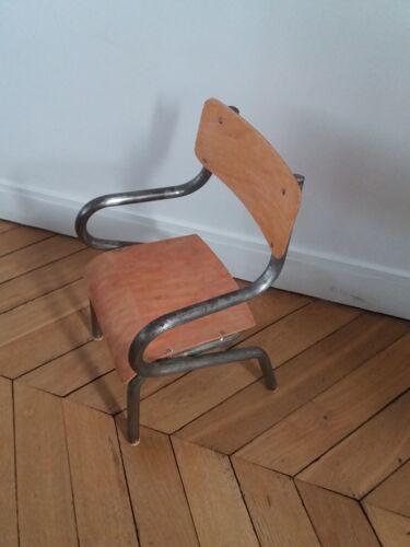 Chaise d'enfant industrielle