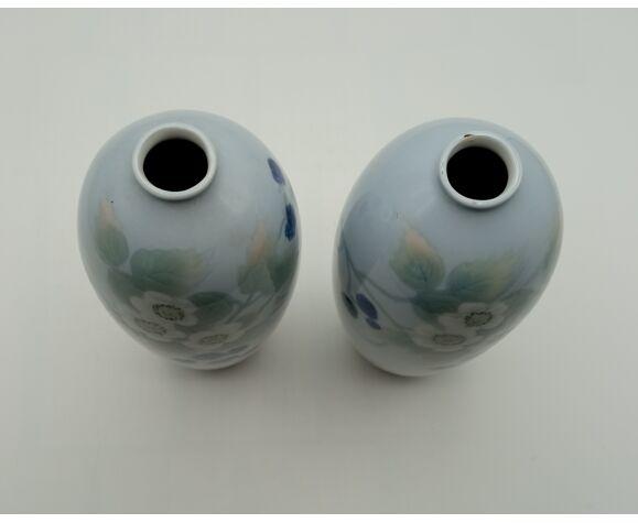Paire de vases en porcelaine