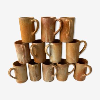 Set de 12 tasses ou choppes vintage en grès