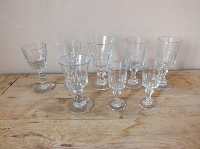 Lot de 8 verres à facettes anciens en verre et cristal