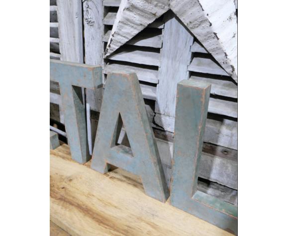 Lettres d'enseigne en métal