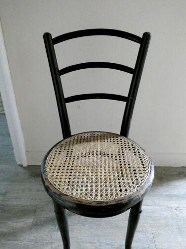 Chaise Thonet avec assise cannée