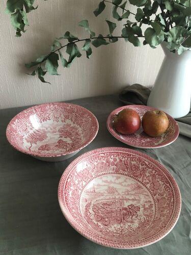 Set de 2 saladiers et 1 assiette à calotte en faïence anglaise rose EIT England, décor champêtre