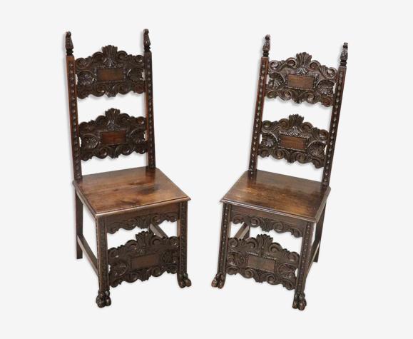 Paire de chaises en noyer sculpté de style Renaissance