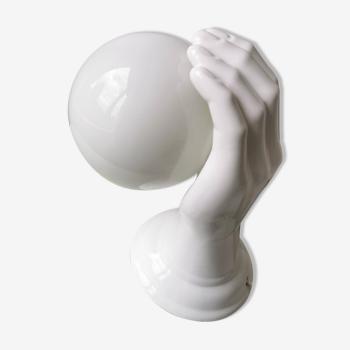 Applique ou lampe de table vintage en céramique en forme de main avec une boule en verre blanc 1980s
