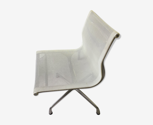 Aluminium armchair chair by Charles and Ray Eames Vitra edition