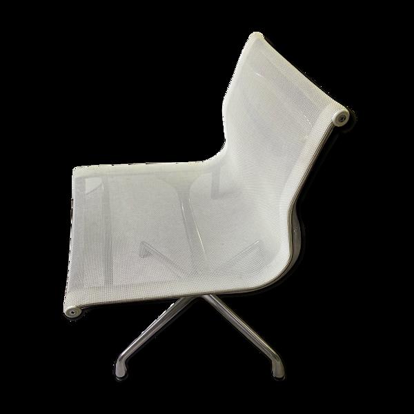 Selency Fauteuil aluminium chair de Charles et Ray Eames édition Vitra