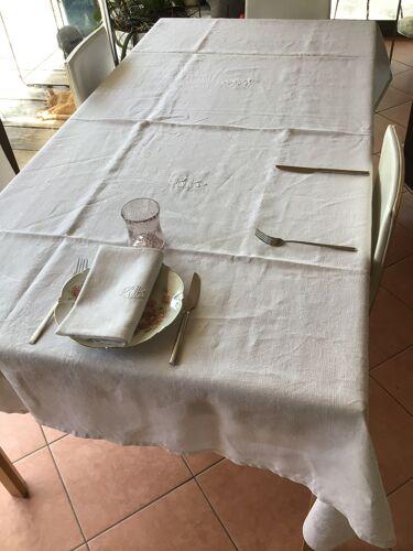 Nappe rectangle brodée BR avec 12 serviettes assorties