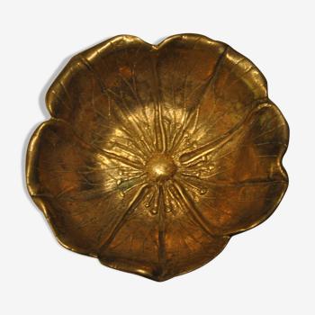 Empty-pocket flower in solid brass