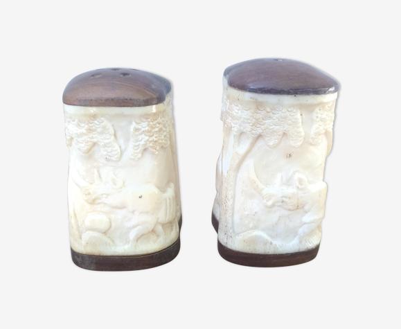 Saliére et poivrier en ivoire