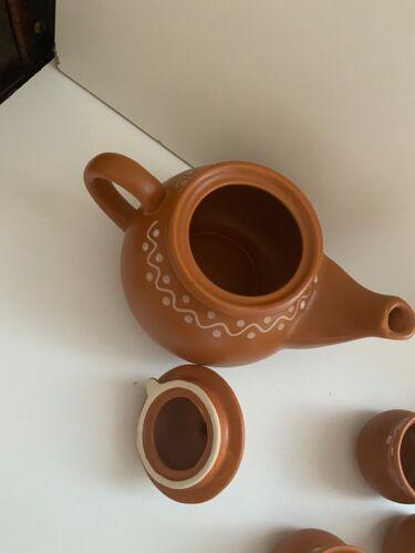 Théière vintage et ses tasses