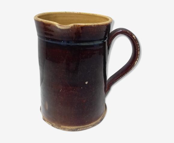Pichet ancien en terre cuite marron