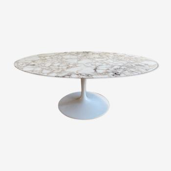 Table basse ovale d'Eero Saarinen éditée par Knoll