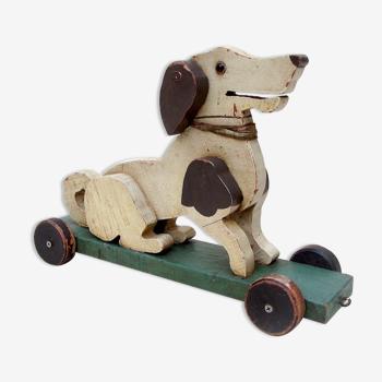 Chien à roulettes jouet ancien