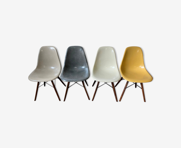 Lot de 4 chaises DSW par Charles & Ray Eames, édition Herman Miller