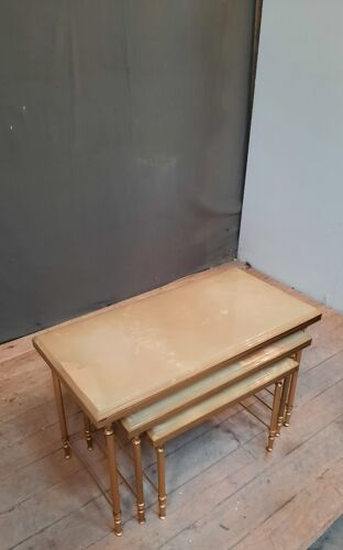 3 tables gigognes laiton et onyx