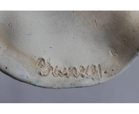 Plat en céramique signé