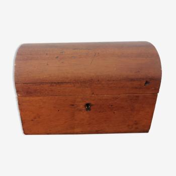 Petite boîte en bois brut