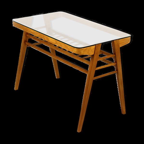 Selency Table basse en bois avec dessus en verre par František Jirák, années 60