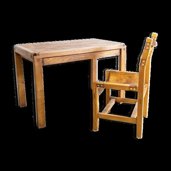 Bureau B02 par Pierre Chapo avec une chaise de la maison Regain