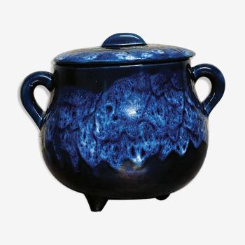 Flaming ceramic tripod pot to divert into pot cache