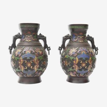 Paire de vases en bronze et émaux