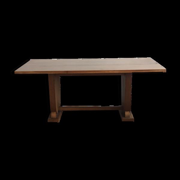 Table en bois de style rustique