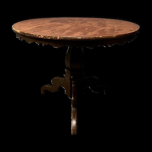 Table ronde suédoise gracieuse antique faite de pin 19ème siècle