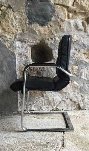 Fauteuil de bureau inclinable cantilever de marque Ahrend Cirkel - cuir noir - fin XXe
