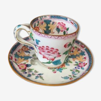 Tasse et sous-tasse en porcelaine anglaise Minton A 330 à décor floral