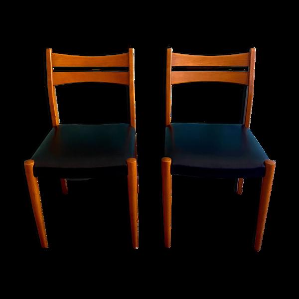 Paire de chaises en hêtre à garniture de skaï noir, vers 1950