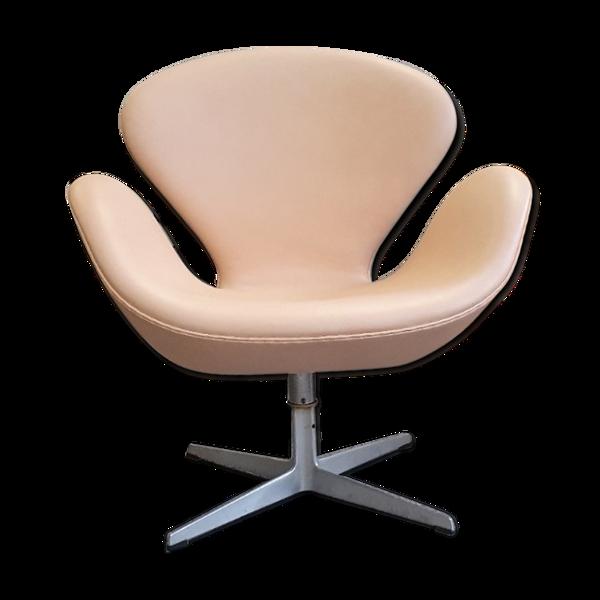 Fauteuil pivotant en cuir naturel par Arne Jacobsen de Fritz Hansen
