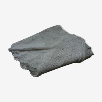Nappe blanche en dentelle ancienne brodée et ajourée