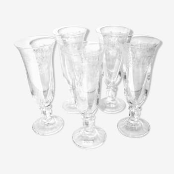 Série de 5 flûtes à champagne en cristal gravé à l'acide 1900
