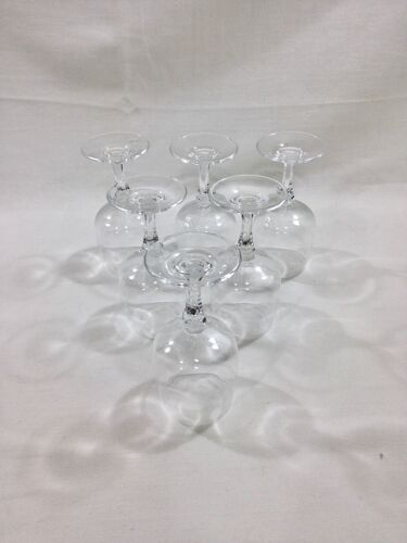 Serie de 6 verres à vin en cristal modèle Matignon