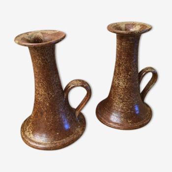 2 sandstone candlesticks with their beige gradients