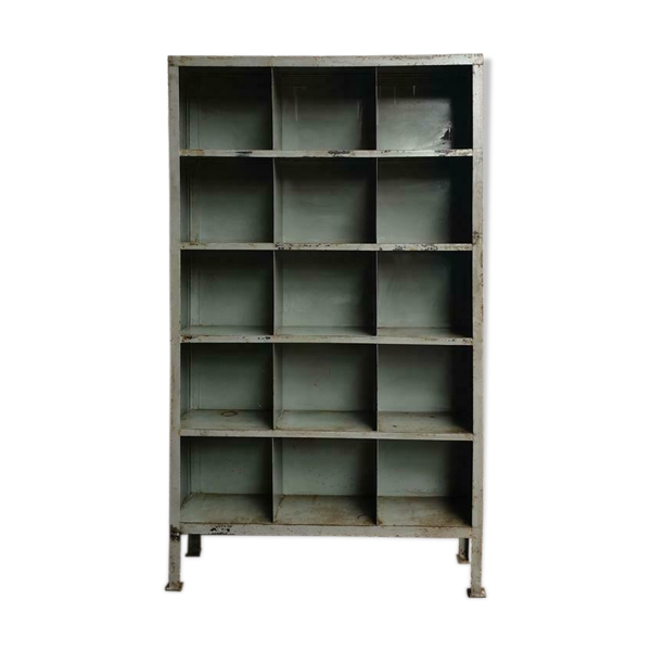 bibliothèque industrielle en acier
