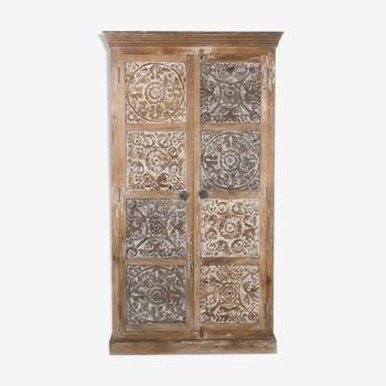 Armoire artisanale sculptée en bois