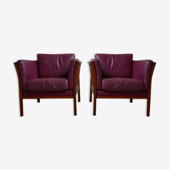 Paire de fauteuils danois en teck et cuir du milieu du siècle