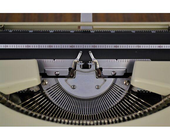 Machine à écrire portative Japy L.72 vintage 1970s