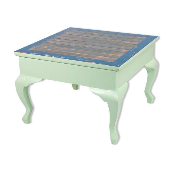 Table basse carrée en bois massif aux pieds galbés