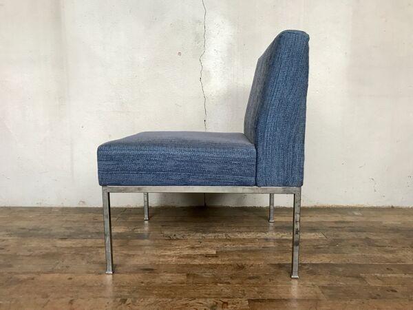 Chaise fauteuil chauffeuse pieds chrome et tissu bleu vintage, 1970